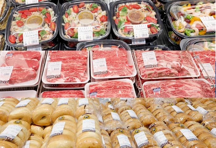 Costco 好市多賣場內推薦商品:肉、麵包、沙拉等